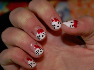 Show the love for your cat with a nail art